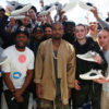 Kanye West junto a los sneakerheads fans de las Adidas Yeezy Boost